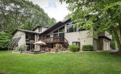 Sherborn Single Family Home For Sale: 2 Wood Rd