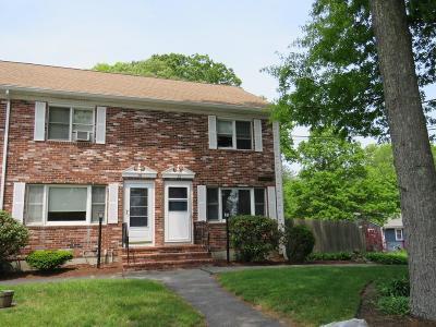 East Bridgewater Condo/Townhouse Under Agreement: 32 Robins St #32
