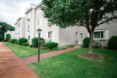Mansfield Condo/Townhouse Contingent: 4 Erick Rd #100