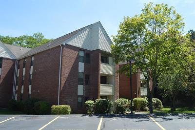Plymouth Condo/Townhouse Contingent: 1b Marc Drive #12