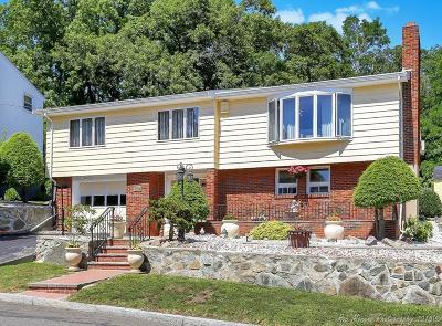 Saugus MA Single Family Home For Sale: $600,000