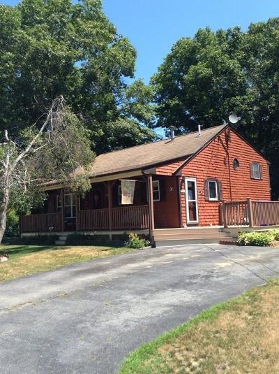 Taunton Single Family Home For Sale: 135 Paul Revere Terrace