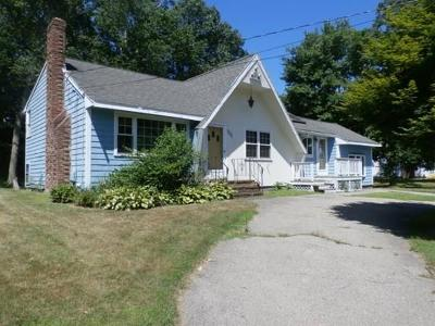 Stoughton Single Family Home For Sale: 230 Turnpike St