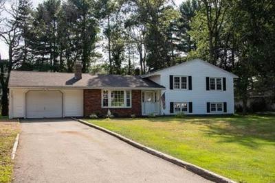 Ipswich Single Family Home For Sale: 24 Allen Ln