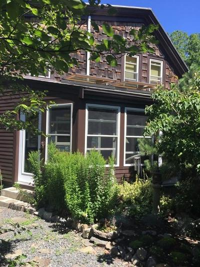 Single Family Home Under Agreement: 4 Smith Street Ct