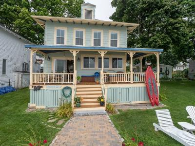 Hull Single Family Home Under Agreement: 49 Hampton Cir