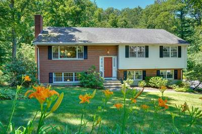 Waltham Single Family Home For Sale: 105 Lura Ln