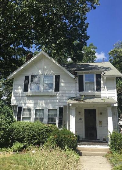 Newton Single Family Home Under Agreement: 15 Victoria Cir