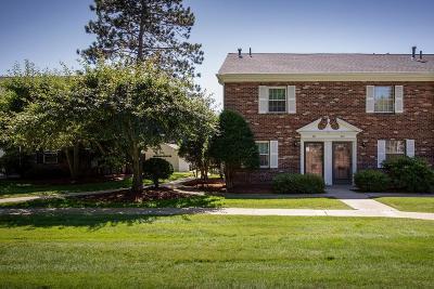Framingham Condo/Townhouse Under Agreement: 201 Windsor Drive #201
