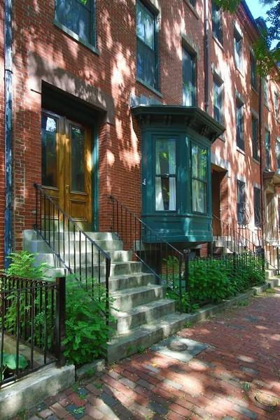 Condo/Townhouse Under Agreement: 22 E Springfield Street #3