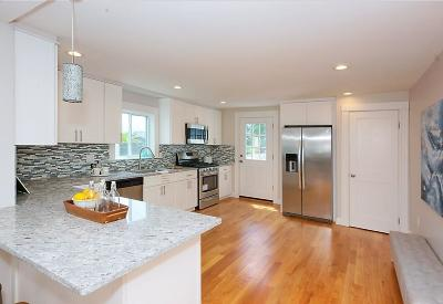 Watertown Condo/Townhouse For Sale: 64 Waltham Street #64