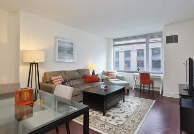 Condo/Townhouse Under Agreement: 1 Charles St S #602