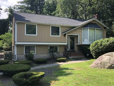 Stoughton Single Family Home For Sale: 107 Pratts Ct