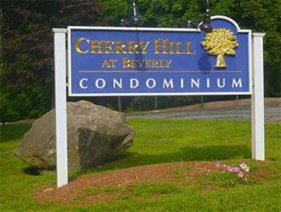 Beverly Condo/Townhouse Contingent: 4 Duck Pond Rd #212