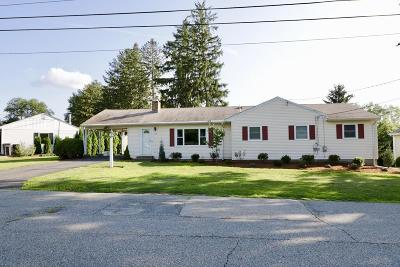 Framingham Single Family Home For Sale: 135 Edgewater Dr