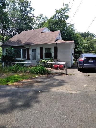 Holbrook Single Family Home For Sale: 32 Edgewood Rd