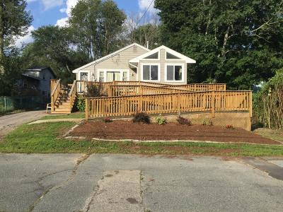 Holbrook Single Family Home For Sale: 46 E Shore Rd