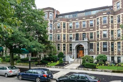 Boston Condo/Townhouse New: 390 Riverway #1