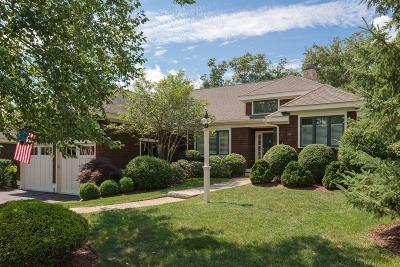 Hingham Single Family Home For Sale: 8 Tillinghast Dr