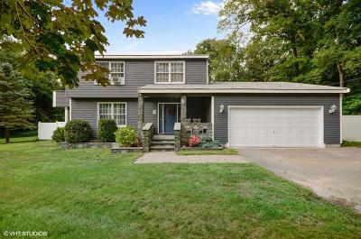 RI-Newport County Single Family Home For Sale: 69 Rhododendron Dr