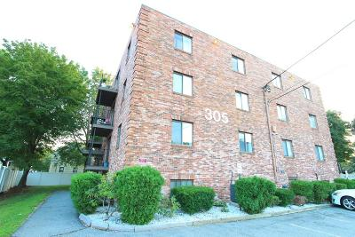 Medford Condo/Townhouse For Sale: 305 Riverside Ave #23