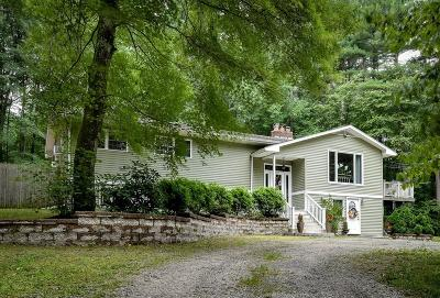 Single Family Home For Sale: 39 Saddle Hill Rd