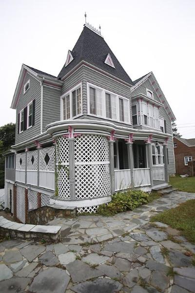 Fall River Single Family Home For Sale: 924 Highland Ave