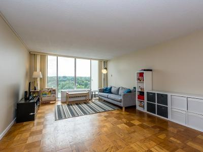 Condo/Townhouse Price Changed: 77 Pond Ave #1504