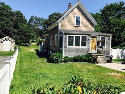 Hingham Single Family Home For Sale: 76 Canterbury St
