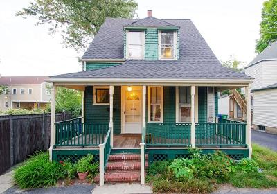 Newton Single Family Home For Sale: 17 Highland Park