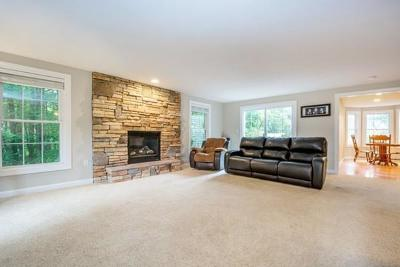 Methuen, Lowell, Haverhill Single Family Home For Sale: 3 Strawberry Ln