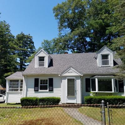 Stoughton Single Family Home For Sale: 49 Charles Cir
