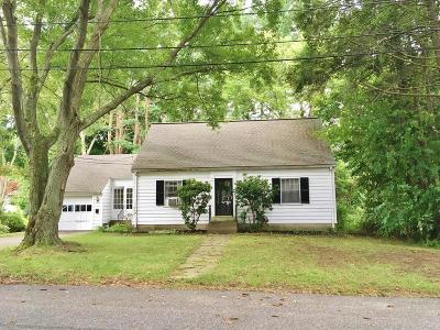 Framingham Single Family Home Contingent: 24 Mayhew Street Ext