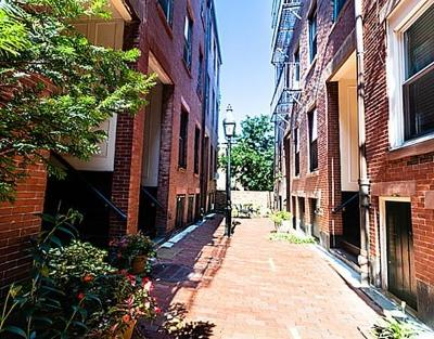 Boston MA Condo/Townhouse Under Agreement: $698,000
