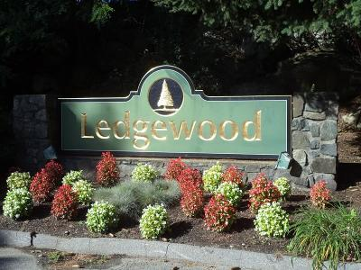 Peabody Condo/Townhouse Under Agreement: 11 Ledgewood Way #6