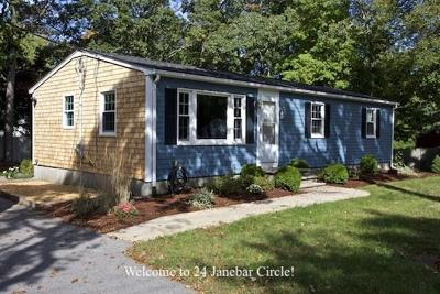 Plymouth Single Family Home For Sale: 24 Janebar Cir
