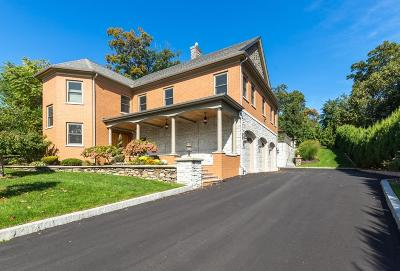 Wakefield Single Family Home For Sale: 2 Briarwood Lane