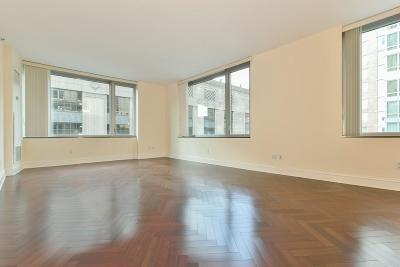Condo/Townhouse New: 1 Charles St #612