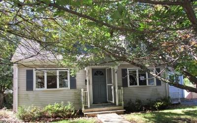 Beverly Single Family Home Under Agreement: 28 Heather St