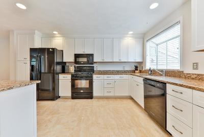 Norton Condo/Townhouse Contingent: 9 Fairway View Ln #9