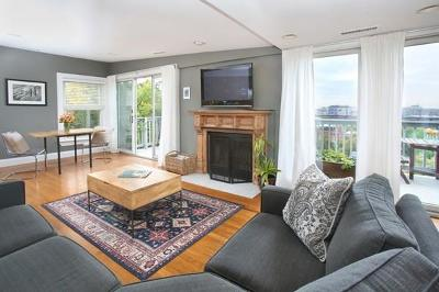 Condo/Townhouse Under Agreement: 40 Mead Street #3