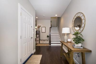 Hingham Condo/Townhouse For Sale: 105 Halsted Dr #105