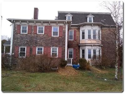 RI-Newport County Multi Family Home Under Agreement: 8 Chase Rd
