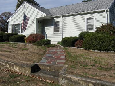 Taunton Single Family Home For Sale: 61 Glebe Ct