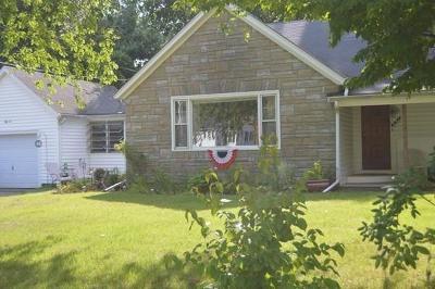 Taunton Single Family Home For Sale: 52 Scadding St