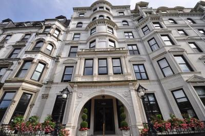 Condo/Townhouse Under Agreement: 160 Commonwealth Ave #410
