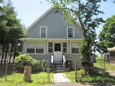 Swansea Single Family Home For Sale: 28 Water St