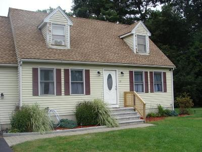 Taunton Single Family Home For Sale: 55 Gentry Ln