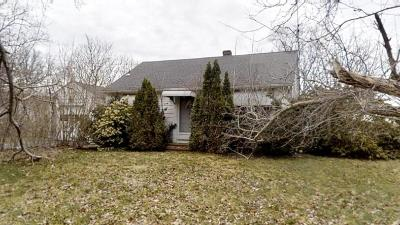 RI-Newport County Single Family Home Under Agreement: 20 Campion Ave