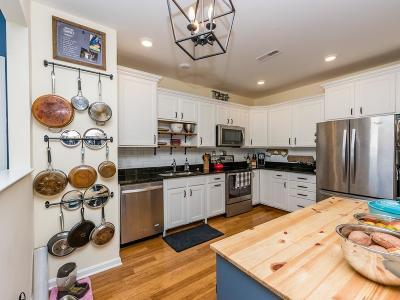 Braintree Condo/Townhouse For Sale: 424 John Mahar Hwy #403